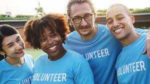 conviértete-en-un-voluntario-gente-feliz