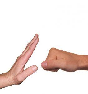 prevención de la violencia 283x300 - ¿Cómo actuar con la violencia doméstica y el abuso infantil en su comunidad?